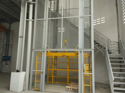 Spesialis Lift Barang Lift Cargo di Indonesia